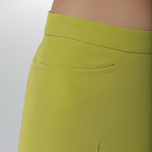 Versace Collection Zigarettenhose Das Material ist ein Versace-Klassiker. Farbe und Länge sind topaktuell.