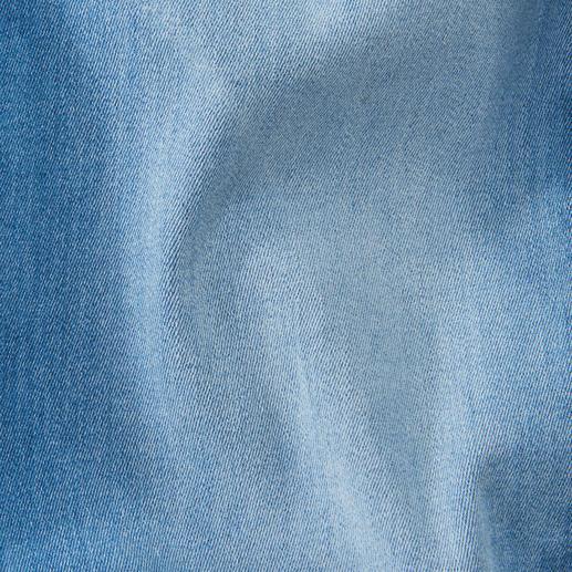 Love Moschino Patch-Jeans Näh- und Bügel-Patches tragen viele. Individueller ist echt gestickt – wie bei Love Moschino.