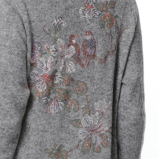 Camouflage Bling-Strickmantel Strickmäntel sind jetzt ein Muss. Tragen Sie eines der gefragten It-Pieces von Camouflage-Couture.
