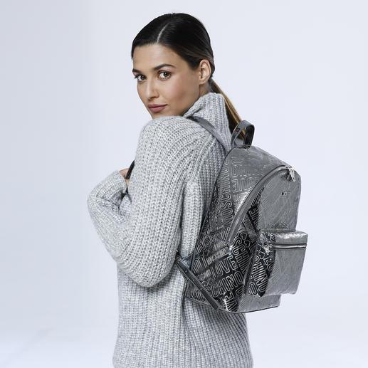 Love Moschino Silber-Rucksack Love Moschinos Silver-Rucksack macht aus jedem simplen Outfit einen Designer-Look.