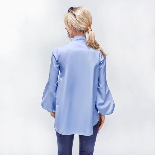 Les Copains Schluppenbluse Schluppe, Pluderärmel, sportiver Clean-Chic und die Farbe Hellblau: 4 scheinbar unvereinbare Trends in einer Bluse.