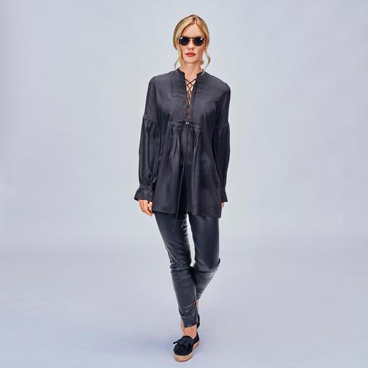 Sly 010 Biesen-Tunika Trend Hippie-Bluse. Die von Sly 010 ist aus reiner Seide – selten edel und elegant.