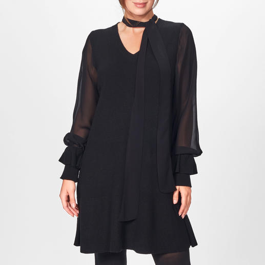 TWINSET Black-Dress - Modische Allianz aus Strick, seidig fließender Viskose und Statement-Ärmeln: das vielseitige Black-Dress von TWINSET.