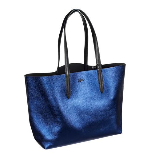Lacoste Metallic-Wende-Shopper Angesagtes Metallic-Blue oder klassisch elegantes Schwarz: Der Wende-Shopper von Lacoste, Frankreich.
