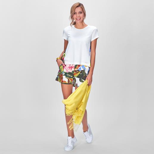 Blugirl Aquarellblumen-Shorts oder -Shirt Im Trend: Blüten-/ Palmenblätter-Dessins und Shorts. Blugirls raffinierte Kombi ist Summerfeeling pur – auf besonders elegante Art.