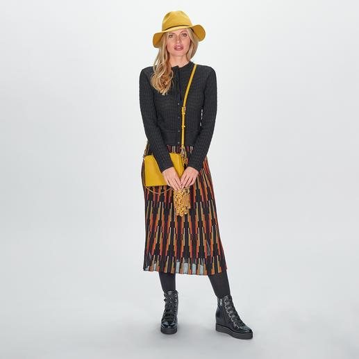 M Missoni Kurz-Cardigan oder Multicolor-Midi-Rock Highfashion-Strickkombi de luxe: Kurz-Cardigan + Taillenrock + Farbmix Schwarz/Rot/Beige/Oliv. Von M Missoni.