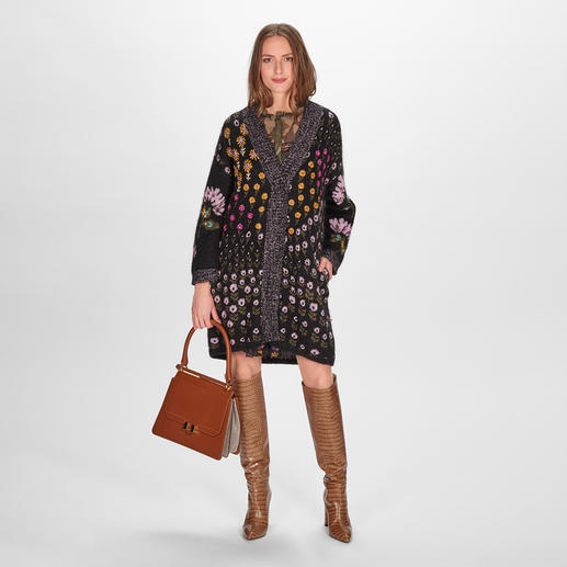 TWINSET Blüten-Strickjacke Twinset verbindet die Trends Strickmantel & Blüten zu einem seltenen Design-Highlight.