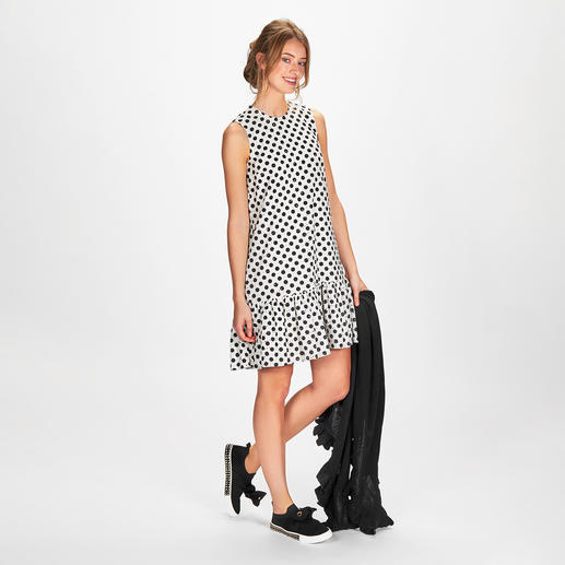 SLY010 Polka Dots-Kleid Modisch doppelter Punktesieg: das Polka Dot-Kleid mit feiner Lochstickerei. Von SLY010, Berlin.