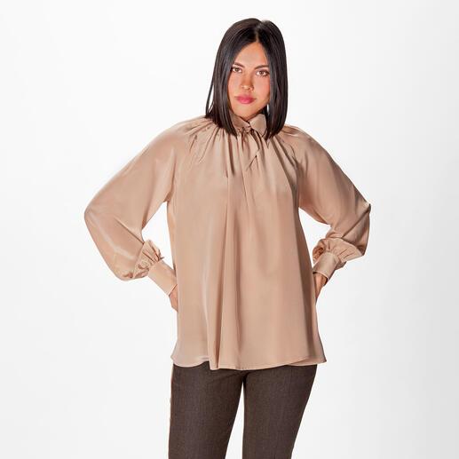 SLY010 Seidenstretch-Schluppenbluse SLY010 Signature-Piece: die Seiden-Bluse in bewährter Stretch-Qualität und mit modischem Upgrade: Ballonärmel. Schluppe. A-Linie & längerer Rücken.