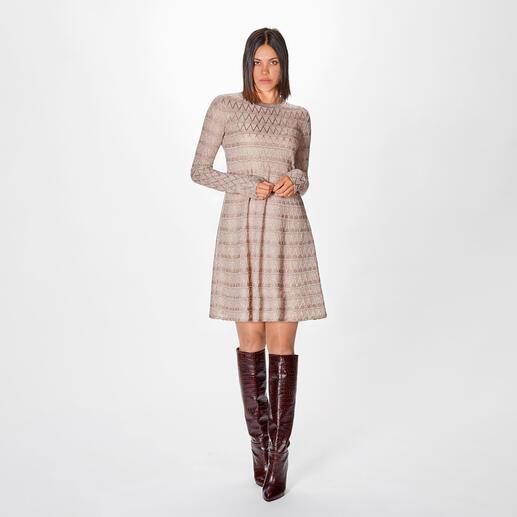 M Missoni Lamé-Strickkleid Toptrend schlichte Eleganz – beeindruckend couturig und feminin umgesetzt: das High-Fashion-Strickkleid vom Spezialisten M Missoni.