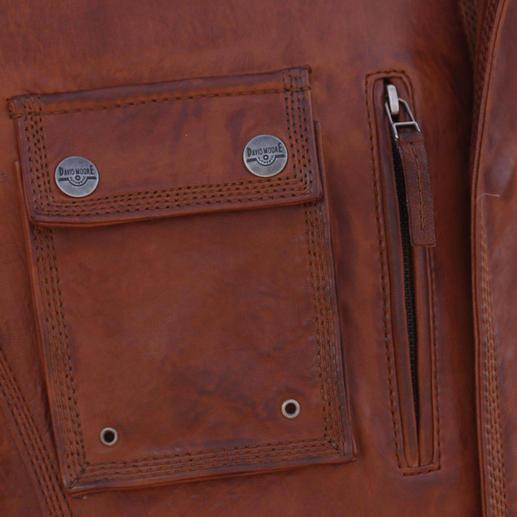 Die Reißverschlusstasche auf der linken Seite bietet zusätzlichen Stauraum zu den vier aufgesetzten Pattentaschen außen.