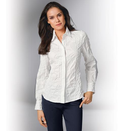 Batist-Stickereibluse Bitte niemals bügeln: Die klassische weiße Bluse aus edlem Batist, allover bestickt.