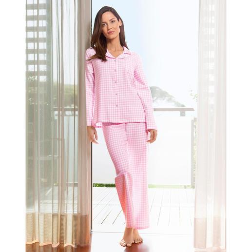 Der NOVILA Pyjama aus weichem Baumwoll-Flanell. In femininem rosa/weißem Vichy-Karo. Für den ersten guten Eindruck am Morgen.