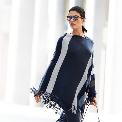 """Minnie Rose Kaschmir-Poncho """"Blue Stripes"""" - Lohnende Fashion-Investition: Der Kaschmir-Poncho von Minnie Rose, New York. Aktuelles Mode-Highlight mit Potential zum Klassiker."""