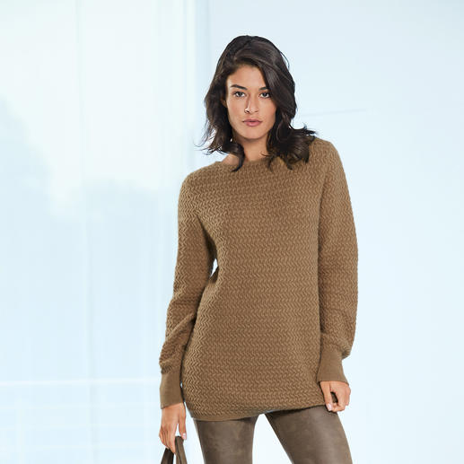 Kamelhaar-Pullover Luxuriöse Rarität: der Pullover aus 100 % Kamelhaar. Gesponnen in England. Gestrickt in Europa.