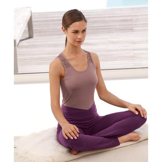 Mandala Loungewear-Kombination Die dreiteilige Loungewear-Kombination von Mandala, München. Bequem genug für Yoga, Tai Chi und Couch. Chic genug für die nobelsten Spas und Studios.