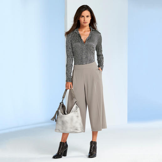 Bügelfreie Seidencrash-Bluse Nie wieder Bügeln: die Bluse aus feinem Seidencrash. Das platzsparende Leichtgewicht passt in jeden Reisekoffer.
