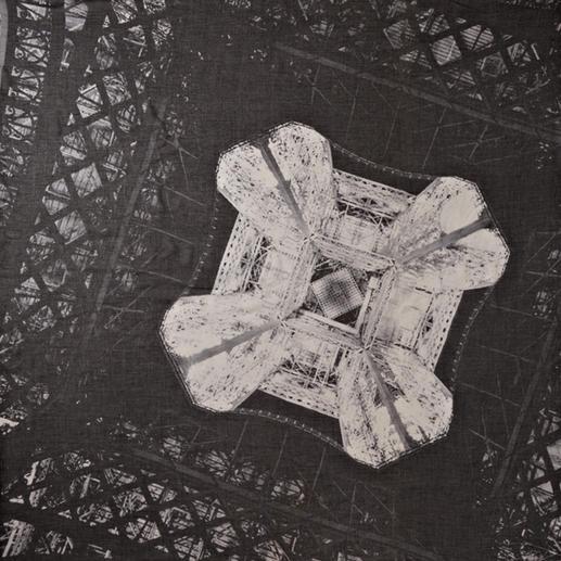 """Stylejunky Tuch """"Eiffel Diamond"""" Fotokunst zum Anziehen: Winnie Denkers faszinierende Eiffelturm-Perspektive. Das Carré-Tuch im XL-Format."""