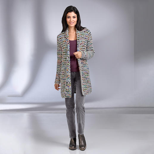 Kero Design Multicolor-Handstrick-Longcardigan Von Hand gefärbt, von Hand gestrickt: der Multicolor-Longcardigan, der einfach zu allem passt.