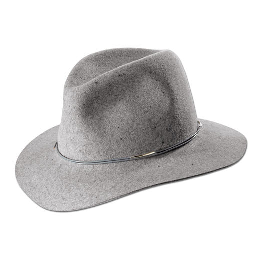 Modisches Upgrade vieler Looks: Der Filz-Fedora vom Kult-Label Hat Attack, New York. Modisches Upgrade vieler Looks: Der Filz-Fedora vom Kult-Label Hat Attack, New York.