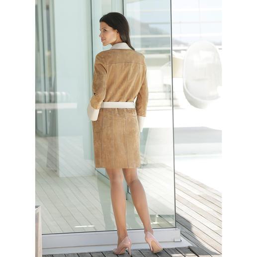 Ziegenvelours-Vario-Mantel Handschuhweiches Ziegenveloursleder. 580 Gramm leicht. Und vielseitig wandelbar.