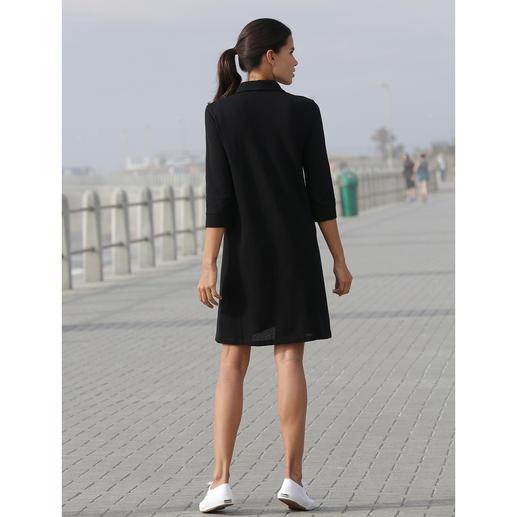 Sunspel Mesh-Kleid Schwarz bei 30 °C im Schatten? Ja! Das Polo-Kleid aus luftigem Baumwoll-Mesh. Von Sunspel, England.