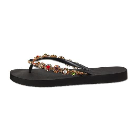 Uzurii Glamour-Zehensteg-Sandale Einst schlichte Strand-Schlappe. Heute gefeierter Fashion-Star.