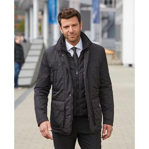 So schnell wie warme Luft nach oben steigt, entweicht die Körperfeuchtigkeit aus dieser Jacke. Über einen Zwischenraum im Futter wandert sie durch einen wasserabweisenden Belüftungsstreifen, der von Schulter zu Schulter reicht.
