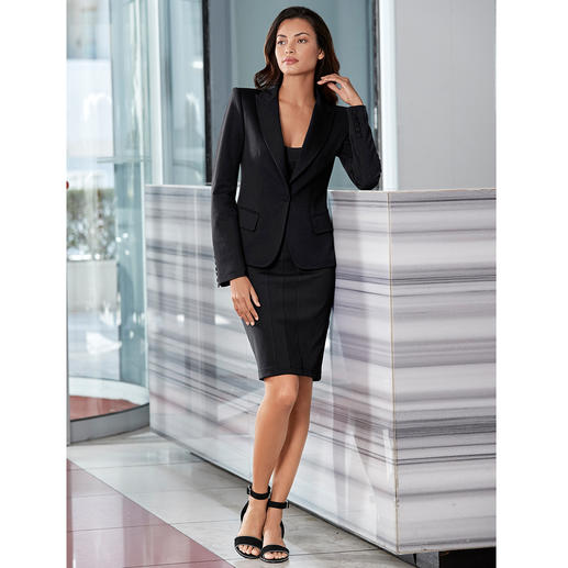 Black Dress und Anzug-Blazer