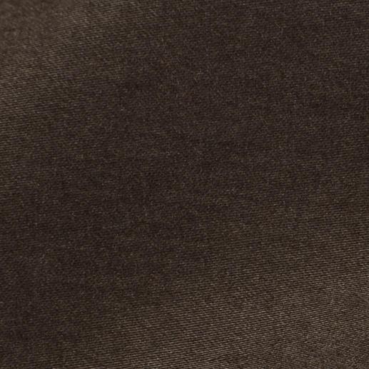 Hiltl Constant-Colour-Chino Die dunkle Chino, die nie verblasst. Reaktiv gefärbt für satte, dauerhaft brillante Farbe.