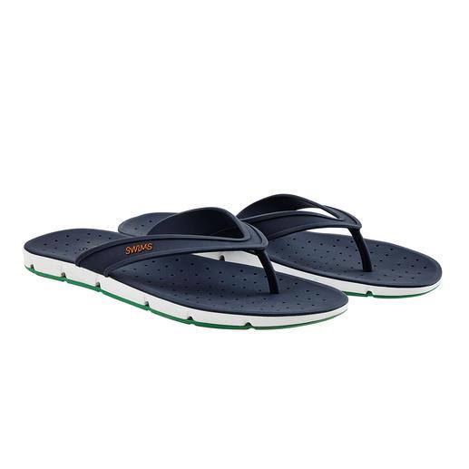 Rundum Open-Air für Ihre Füße. Die Badesandale Breeze bringt sogar Luft von unten an Ihre Sohlen. Rundum Open-Air für Ihre Füße.