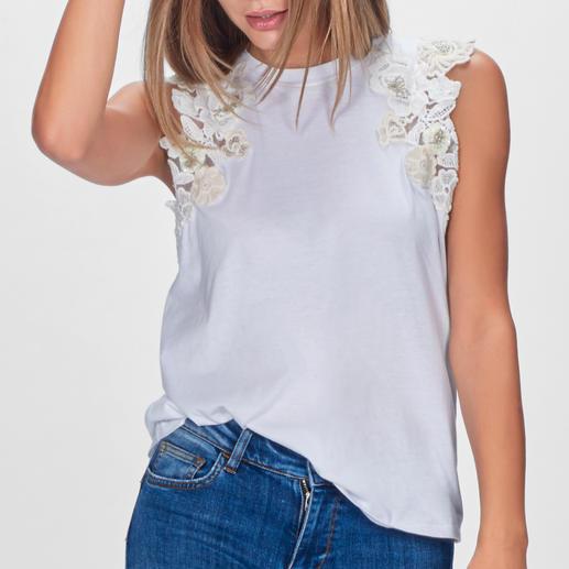 TWINSET Blüten-Basic Shirt oder Top Nicht einfach nur weiße Basics – selten feminin mit Blütenmotiven dekoriert. Von TWINSET