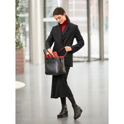 Strenesse Doppelrevers-Blazer und -Midi-Wollrock Verwandlungskünstler mit Lieblingsstück-Potenzial: das schwarze Woll-Kostüm von Strenesse.