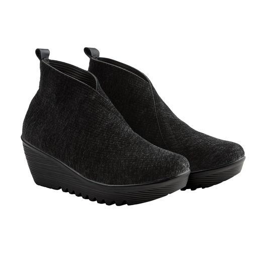"""Der Fashion-Hit aus den USA: Samt-Wedges vom """"Master of woven Footwear"""", bernie mev. New York. Bequemer, leichter und luftiger können modische Keilabsatz-Schuhe kaum sein."""