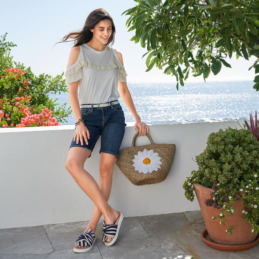 TWINSET Plissee-Basic Shirt Nicht einfach nur ein weißes Basic – selten feminin mit Plissees dekoriert. Von TWINSET.