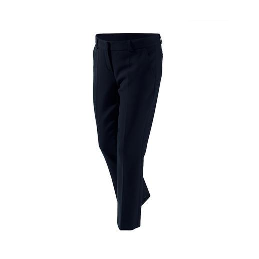 Dieses Basic-Trio wird Ihre Garderobe enorm bereichern. Von NVSCO. Blazer, Hose &  Kleid in zeitgemäßem Schnitt, perfekter Passform und aus  kofferfreundlichem Material.