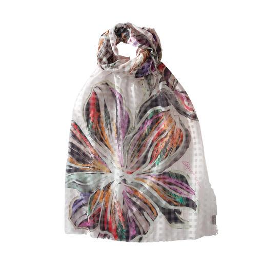 Kunstvoll kombiniert: Web-Karo mit Blüten-Print. Leichter Sommerschal aus Baumwolle und Seide.