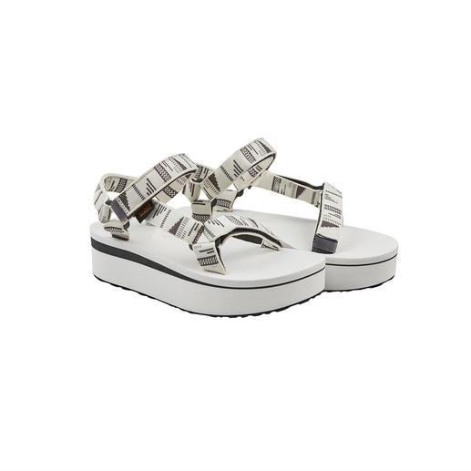 Die Outdoor-Sandale von Teva®, USA: Fotografiert an den Füßen der Hollywood-Stars. Jetzt mit Plateau trendiger denn je.