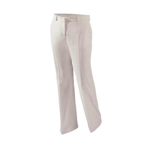 Die modernisierte klassische Chino. Jetzt mit weitem Bein und aus seltener Pima-Cotton.