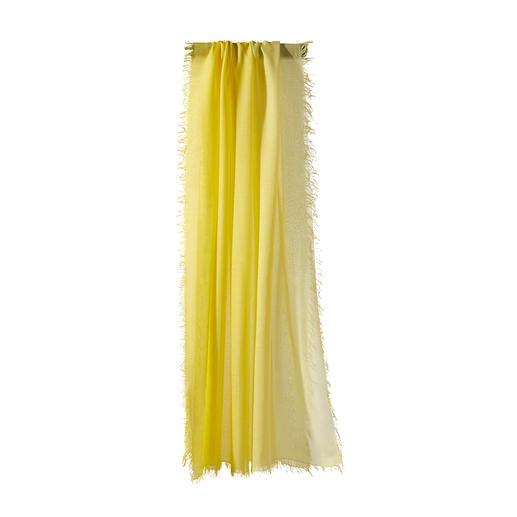 Dank MicroModal® besonders farbbrillant: Der handgefärbte Dégradée-Schal von Ancini. Dank MicroModal® besonders farbbrillant: Der handgefärbte Dégradée-Schal von Ancini.