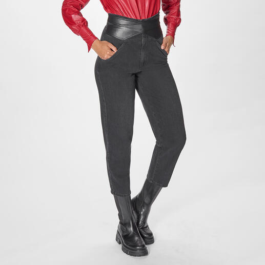 Pinko Slouchy-Jeans Auf jedem Fashion-Radar: Slouchy-Jeans. Bei Pinko modisch top mit Wickelgürtel.