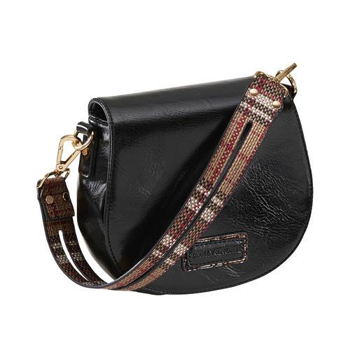 Halbrunde Form, Überschlag, Umhängegurt: Taschen-Trend hoch drei zum erfreulichen Preis. Halbrunde Form, Überschlag, Umhängegurt: Taschen-Trend hoch drei zum erfreulichen Preis.