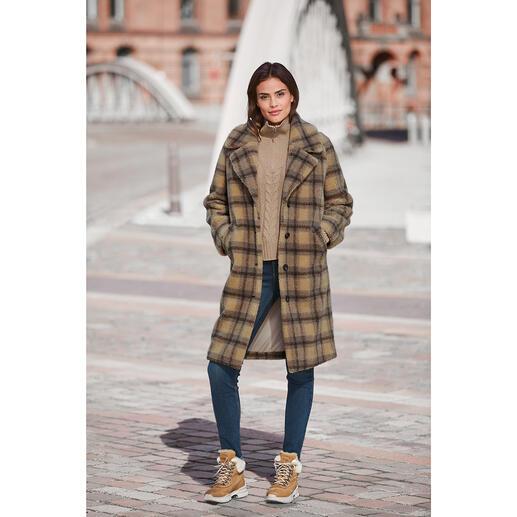 Der Teddy-Karo-Mantel vom koreanischen Toplabel für bestes Fake Fur  – molliolli ECO-FUR. Wintermantel-Favorit 2020/2021.
