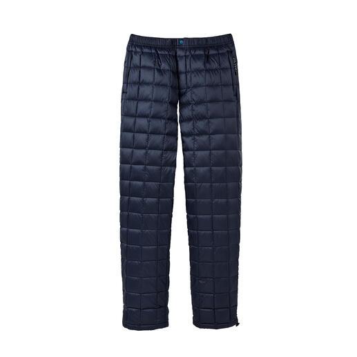 Die Hose vom japanischen Outdoor-Spezialisten Taion. Für Damen und Herren. Mehr Wärme und doch mehr Leichtigkeit – dank selten hochwertiger Daunen-Isolierung.