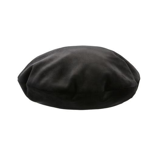 Die topmodische Baskenmütze von Mayser, der traditionsreichen Hutmanufaktur seit 1800. Gleich drei Trends auf einmal: Baskenmütze. Weicher Samt-Jersey. Geprägtes Snake-Muster.