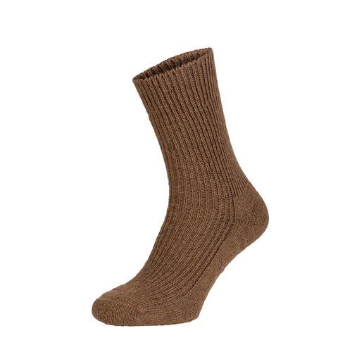 Der Luxus echter Kamelhaar-Socken: Schmiegsam weich. Enorm robust. Und nur schwer zu finden. Made in Germany von Hirsch Natur, Strumpf-Spezialist seit 1928.