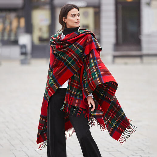 Das schottische Original unter den modischen Karo-Capes. Registriertes Royal-Stewart-Tartan vom Traditionsweber Lochcarron of Scotland.