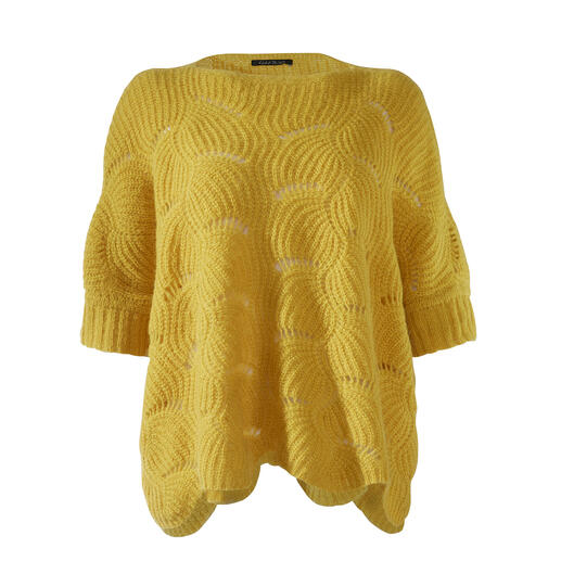 Der besonders feminine unter den modischen Boxy-Pullovern. Eine Rarität aus flauschigem Alpaka. Von Kero Design, Peru.