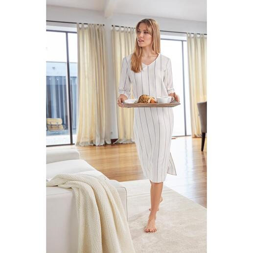 Das elegante und bequeme Hauskleid aus luftigem Leinen und weicher Baumwolle. Von Hanro, Homewear-Spezialist seit 1884.