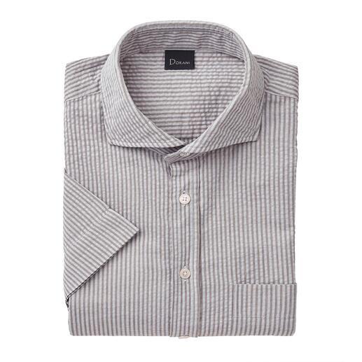 Das perfekte Sommerhemd zu Smart-Casual-Outfits. Von Dorani. Luftiges Seersucker-Gewebe. Klassischer Streifen. Und doch nicht zu sportiv.